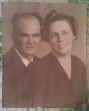 James Morgan Lyons and Rosa May (Callaway) Lyons, circa 1940s; digital image, January 2012, privately held.